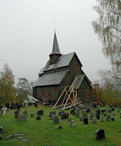 220px-Høre_stave_church_25may2006