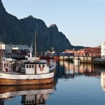 1800x900_list-img_svolvaer_harbor-in-the-evening_jorg-herrmann_guest-image