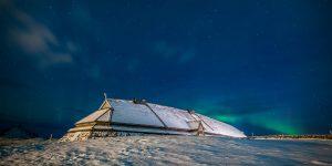 Nordlicht hinter dem Wikingerhaus Foto: © Kjell Ove Storvik